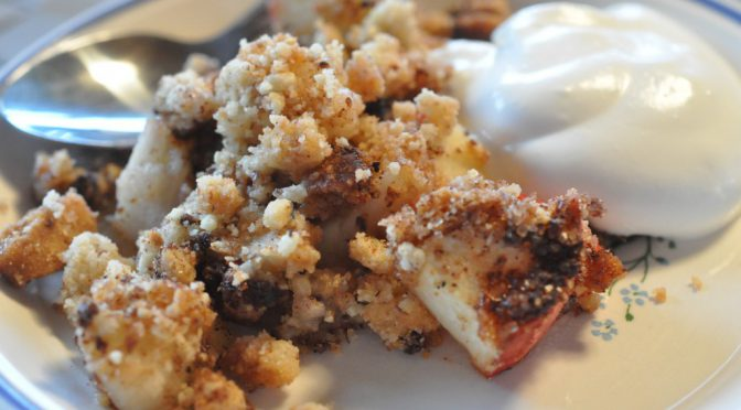 Æblecrumble af julens småkagerester – stop madspild
