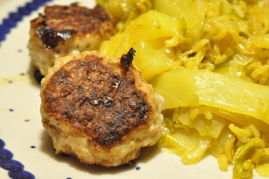 Karrykål - opskrift med porrer, ris og frikadeller