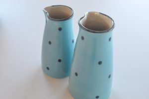 Dybblå keramikskatte - solskins vinterferie i sommerhuset