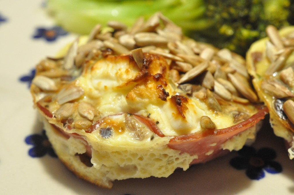 Muffins med æg, skinke, spinat og feta - sunde og lækre