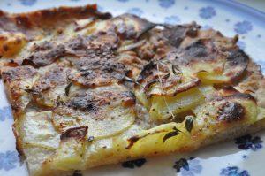 Kartoffelpizza med havregryn og durummel - nem og lækker