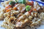 Svinetfilet i lækker krydret flødesauce med peberfrugt og løg
