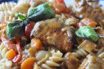 Svinefilet i lækker krydret flødesauce med peberfrugt og løg