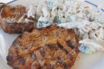 Pastasalat med skyr, rødløg og agurk – frisk, nem og lækker