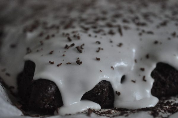 Chokoladekage a la black magic - Bagenørdens chokoladedrøm