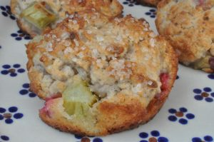 Scones med rabarber, skyr og vanilje - søde sommerscones