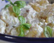 Kartoffelsalat med karry og græsk yoghurt