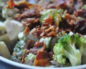 Broccolisalat med bacon - nem lækker opskrift