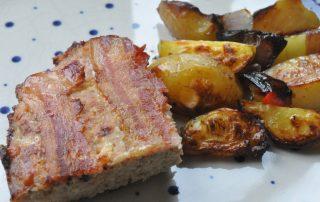 Farsbrød med cheddar, bacon og løg - sprødt og lækkert