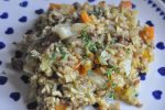 Spidskål som karrykål med hakket oksekød, bacon og ris