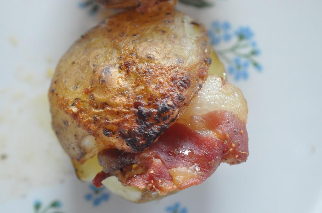 Bacon kartofler med kryddersmør - sprøde og lækre