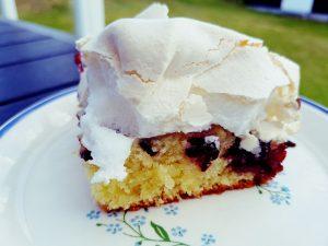 Kage med marengs - lækker bedstefars skæg kage med brombær