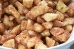 Bradepandekage med æbler og kanel - nem og lækker. Æblekage i bradepande - opskrift med kanel