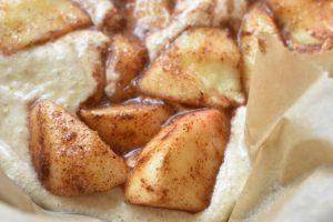 Bradepandekage med æbler og kanel - nem og lækker