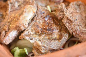 Steaks i flødesauce - langtidsstegt i Römertopf