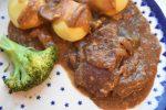 Steaks i flødesauce – langtidsstegt i Römertopf – møre og lækre