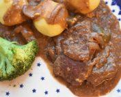 Steaks i flødesovs i Römertopf - møre og lækre