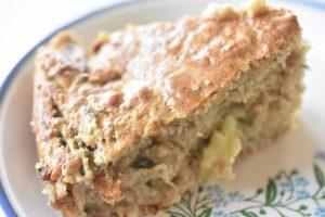 Squashkage med æbler og kardemomme - nem og fedtfattig
