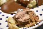 Dyrekølle med bacon og hvidløg - langtidsstegt i stegeso