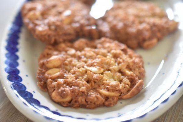 Havregrynskager med peanuts - nemme, sprøde peanutcookies