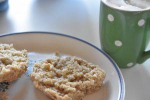 Varm kakao med flødeskum - varme i kop og krop