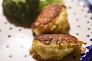 Kartoffelfrikadeller - smørstegte, sprøde og lækre