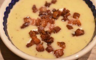 Kartoffelsuppe med pastinak og bacon - nem og lækker