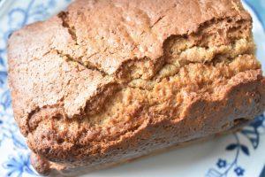 Sirupskage med smør og kærnemælk - lækker krydderkage