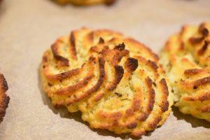 Kartoffelrosetter med timian og sennep - af bagt kartoffelmos