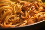 Pastaret med pølser, pesto og paprika - nem og lækker