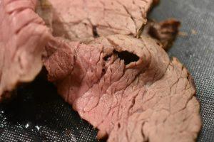 Roastbeef - med perleløg og flødesauce - mør og lækker