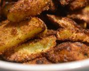 Pommes frites med krydderi og rasp - opskrift