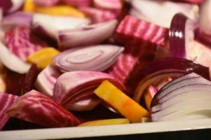 Bagte rodfrugter med hvidløgsolie