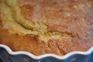 Citronkage med citronglasur - lækker svampet citronmåne