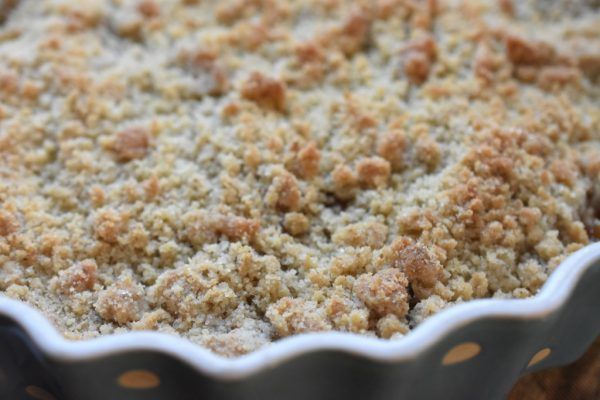 Pærecrumble med ingefær, sirup og vanilje - nem og lækker