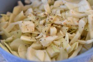 Hvidkålssalat med æblecidereddike - frisk og nem at lave