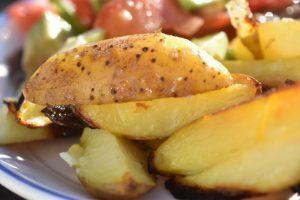 Kartofler på grill - grillede pommes frites med skræl