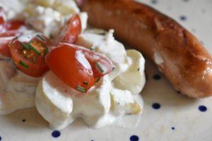 Kold kartoffelsalat med creme fraiche og purløg