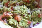 Guacamole med rødløg og tomat