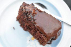 Chokoladekage med chokoladeglasur - svampet og lækker
