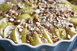 Pæretærte med mandler og strejf af ingefær - nem og lækker