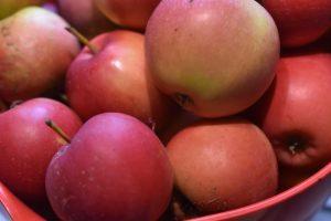 Æblekage med kanel i bradepande - nem og lækker