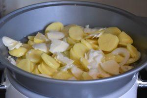 Flødekartofler i slow cooker - møre, cremede og fyldt med smag