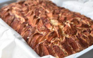 Æblekage med kanel og marcipan - nem at lave i bradepande