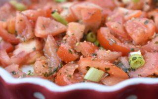 Tomatsalat med pesto - nem salat på 5 minutter