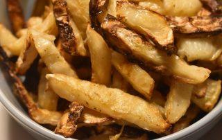 Pommes frites af selleri - rodfrugt fritter stegt i ovn