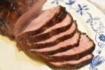 Glaseret skinke på bund af bagte rodfrugter – nemt og lækkert