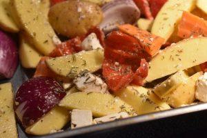 Græske kartofler med feta & peberfrugt - i ovn