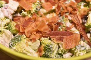 Broccolisalat - den bedste salat med broccoli og bacon