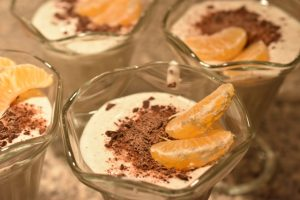 Vaniljedessert af skyr - med mandarin og chokolade - uhm :-)